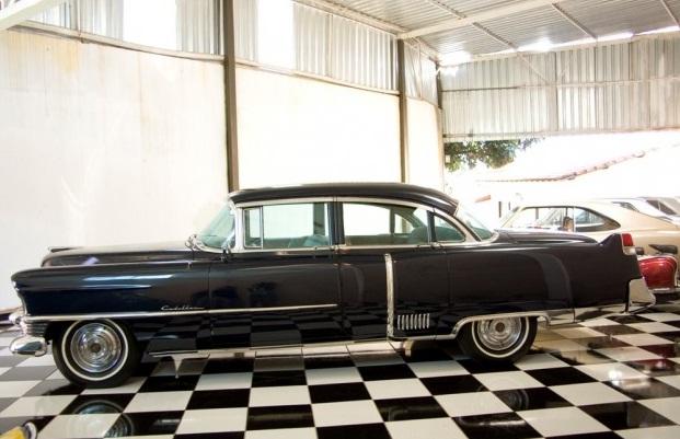 O meu queridinho, Cadillac Fletwood azul.