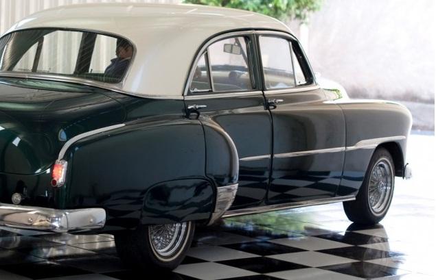 Chevrolet de luxo verde
