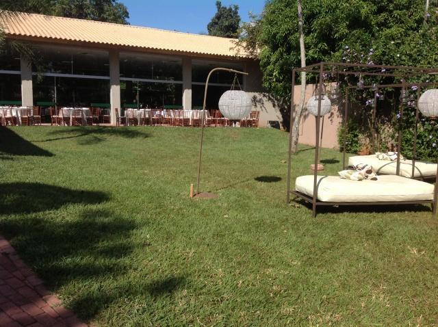 Daqui da pra ver os bangalôs de entrada,e as mesas que foram montadas na lateral do  salão para que coubessem todos os convidados.