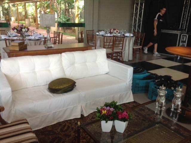 Espaço lounge em frente ao palco (detalhe especial para as estátuas de cachorrinho: eu quero!!!!)