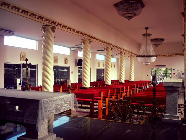 Foram instalados ar condicionados por toda a igreja.