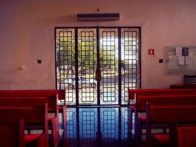 E a porta de entrada, que agora é de vidro.