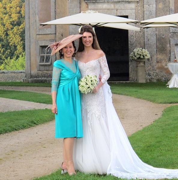 A noiva e a mãe, Wanda Borges, responsável pelo primor no detalhes do casamento.