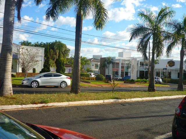 A vista da rua da entrada do espaço, que fica ao lado da Bobstore.