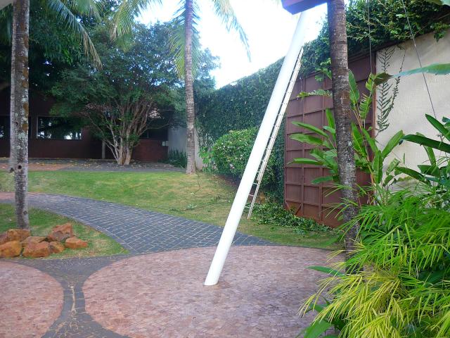 Essa porta lateral pode ser usada pela noiva se a cerimônia for realizada no local.