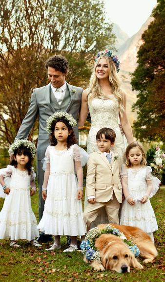 Fotos oficiais dos noivos com os pajéns