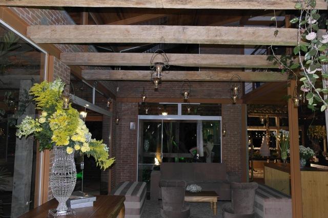 O teto foi todo enfeitado com velinhas, que deu um efeito lindo!