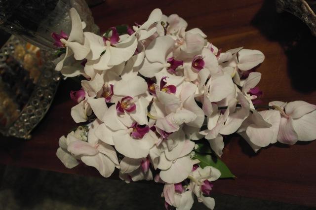 O detalhe do buquê que foi super elogiado. Foi feito pela josy e era todo de orquídeas - ficou realmente lindo!