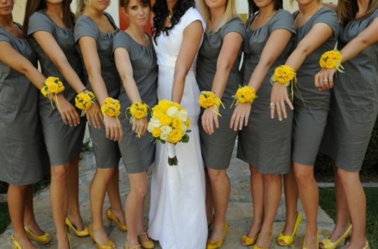 wrist+corsages+for+bridesmaids