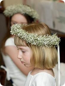 4-penteado-com-flores-naturais-para-daminha-coroa-egipcios
