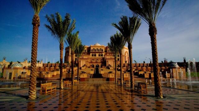 SetHeight800-Emirates-palace-Front-area