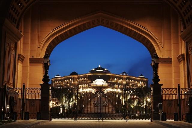 SetWidth2000-Emirates-Palace-Gate